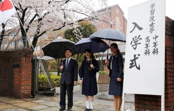 日本爱子水手上高中,公主服a爱子照曝光高中毕业证1983图片