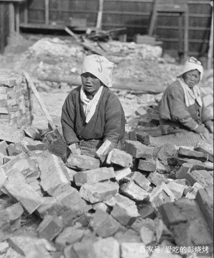 100年前女子v年前老照片:北美女子在搓麻绳,四川女湿老图片