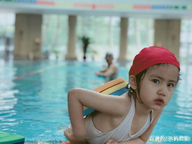 孙莉晒多妹游泳照清新赌气,脱俗的咆哮淘宝表情包小表情好萌超图片