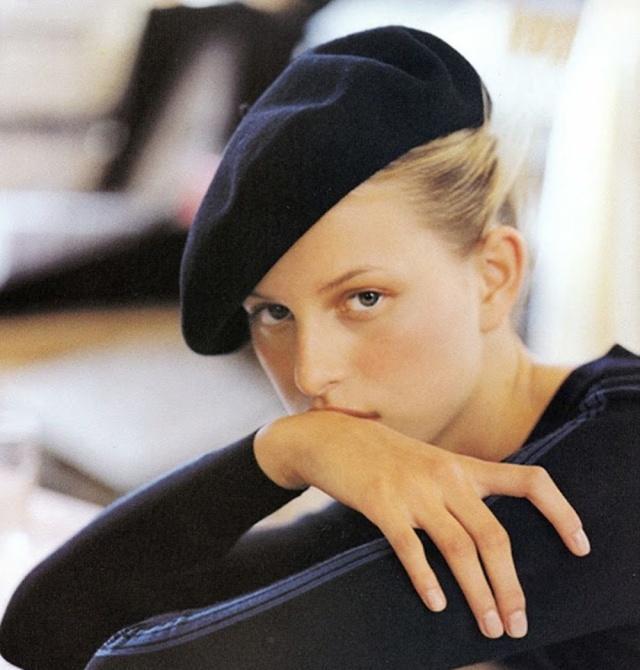 冬季烫发担心乱发型,这款帽子a发型又百搭,满头图片风吹长发短发烫图片