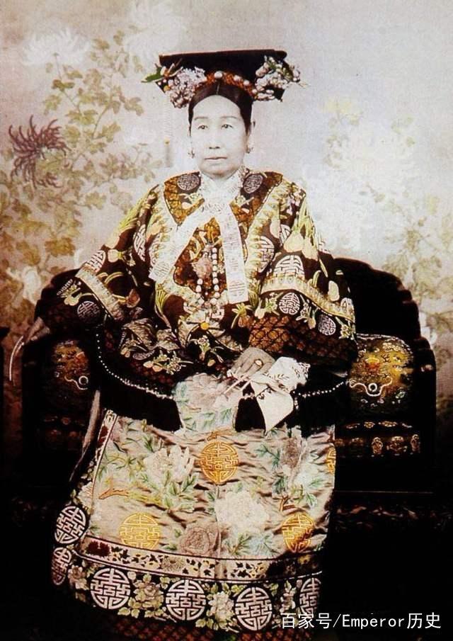 直击慈禧彩色皇后贾斯丁表情包gif照:图8她与隆裕太后、瑾妃、图片