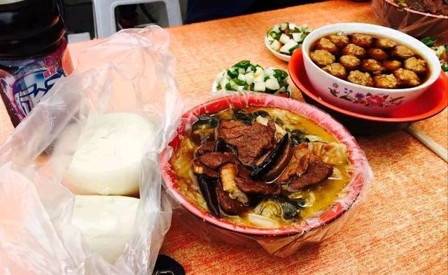 邯郸农家:燕赵魏县大锅菜美食美食的必备餐桌谁给的服务员美食城?图片
