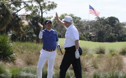 為取悅特朗普也是拚 安倍提前找官員陪練高爾夫