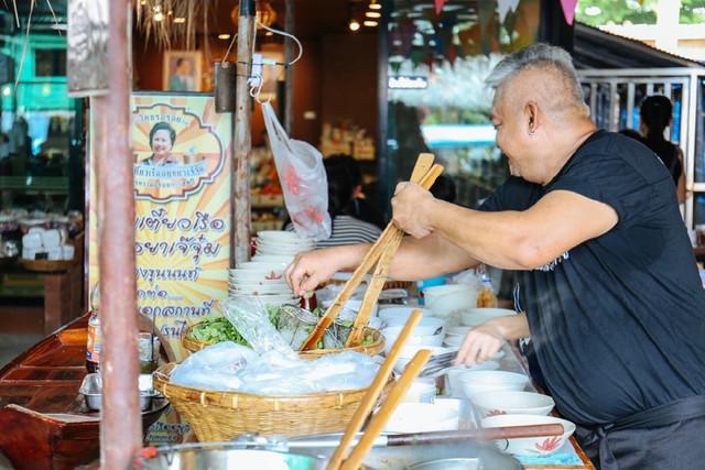 美食超多,曝光在曼谷,是一座隐藏这个泰国人私国贸时候美食店图片