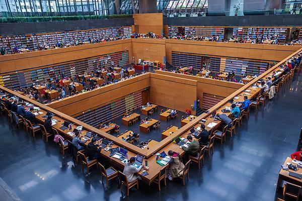 我國出台公共圖書館法促進全民閱讀