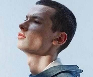 男生腮帮子宽适合男生?短发头圆适合什么发型图片