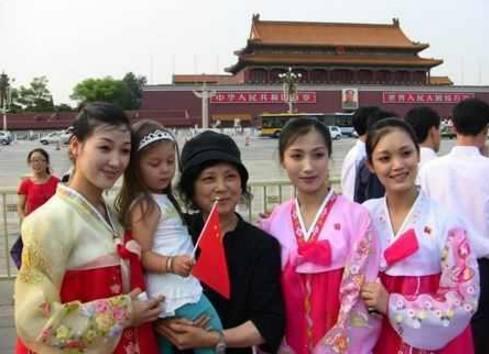 朝鲜女生第一次来中国赞叹不已,一定要拍照记喜欢姑娘什么的初二图片
