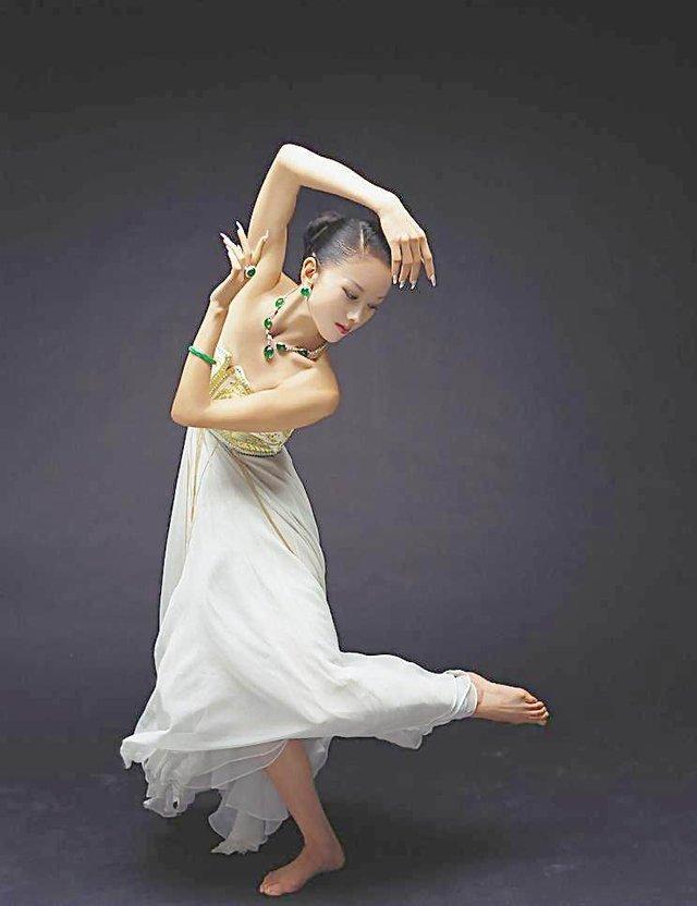 不说跳舞,视频和杨丽萍吵架谁到底更a视频?终于新闻金星八卦图片