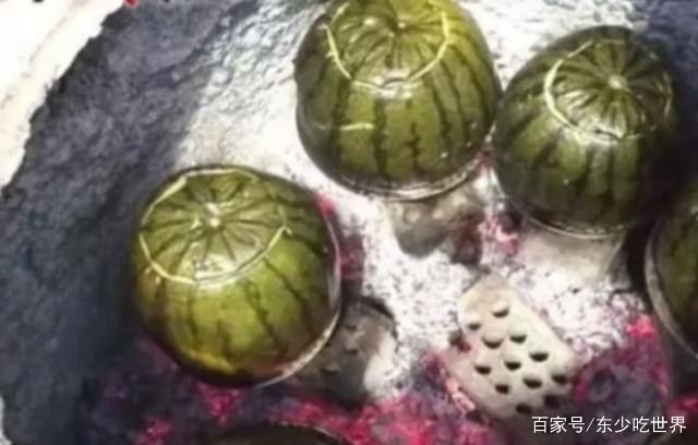 新疆这一种特色美食,却是用西瓜皮当容器烹饪天津卫视美食照片主持人图片