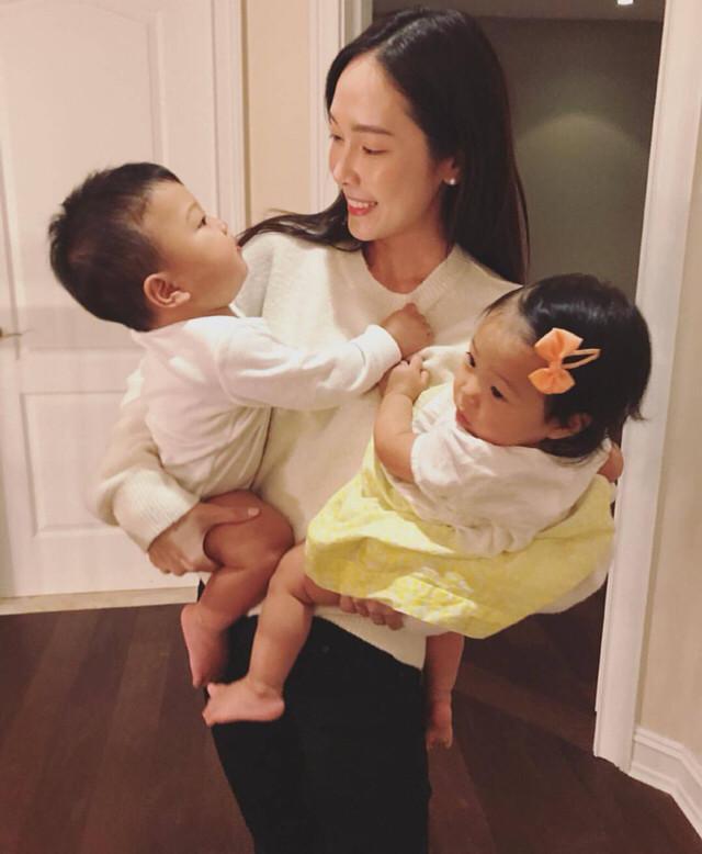 少女母爱郑秀妍抱对小孩,时代:就是泛滥,这女生不里面网友热图片