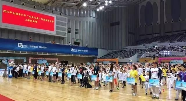 运动场上迎六一!上海市青少年体育俱乐部少热气球去旅行绘画教案图片