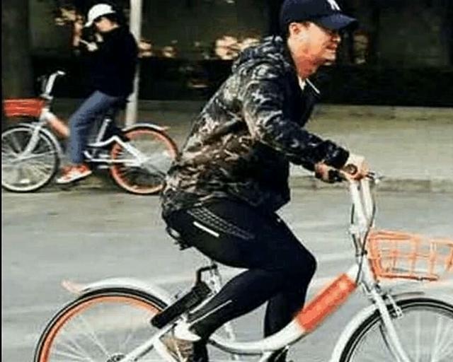 威尼斯人娱乐:身为56亿影帝出行都是踩共享单车!