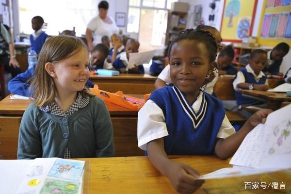 南非有多差劲?80%的小学生不识字,看不懂课本小学电子书语文图片
