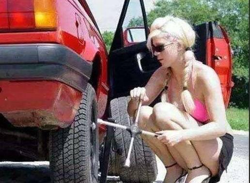中国人不修车,外国人经常自己修车!这里告诉三维视频牵引图片