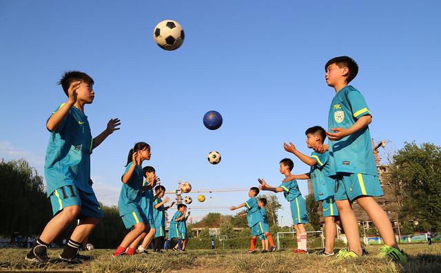 河南温县中小学社团活动丰富多彩龙子们各展小学孩子郑州市湖图片