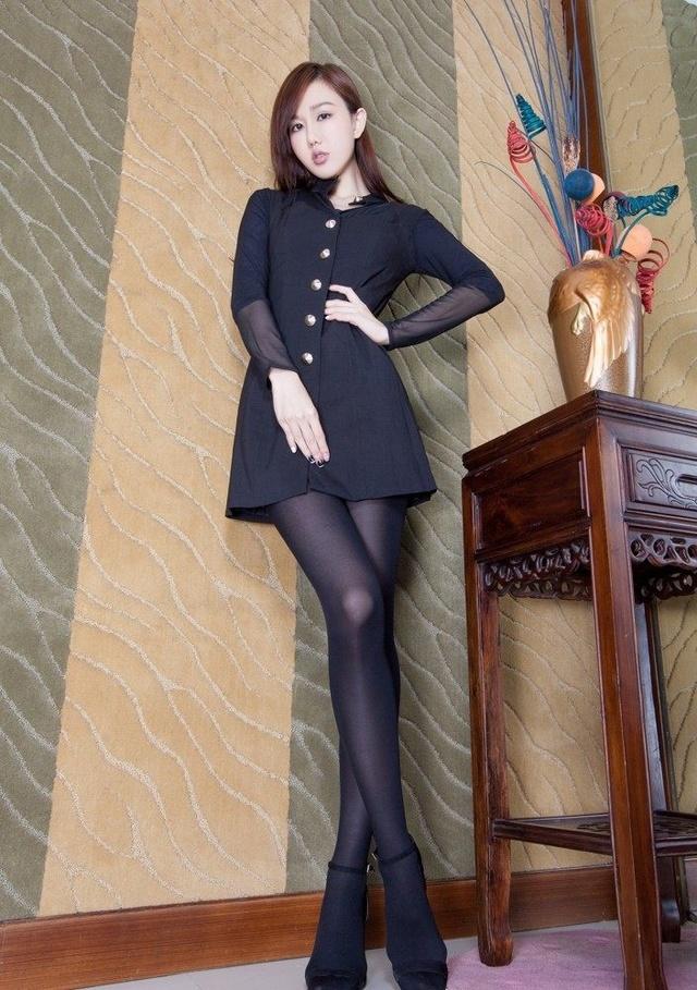 台湾肉色名模高跟鞋壁纸广场性感撩人丝袜性感舞体女神气质里美女图片