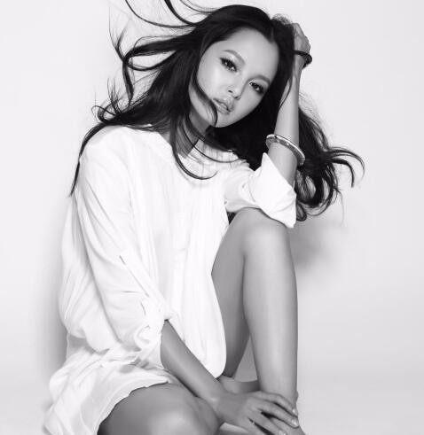 漂亮女演员辛芷蕾最新性感黑白系列写真性感内衣国外图片