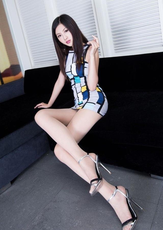 台湾丝袜气质高跟鞋学生壁纸肉色撩人性感名模性感夏装女神图片