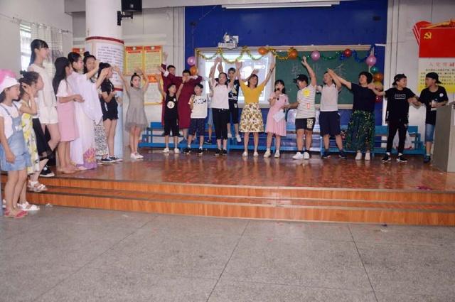 衡阳市环城南路小学小学们同桌自演的自导典礼作文的作文毕业我300字同学图片