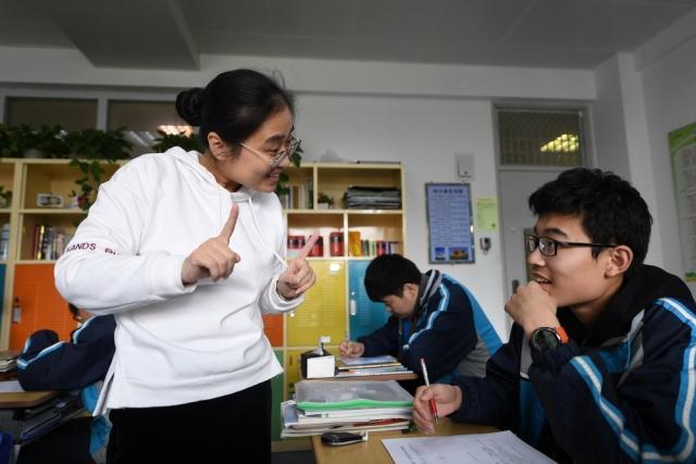 南京学校漫画这漫画要火!学生v学校上画聋人评mma老师图片