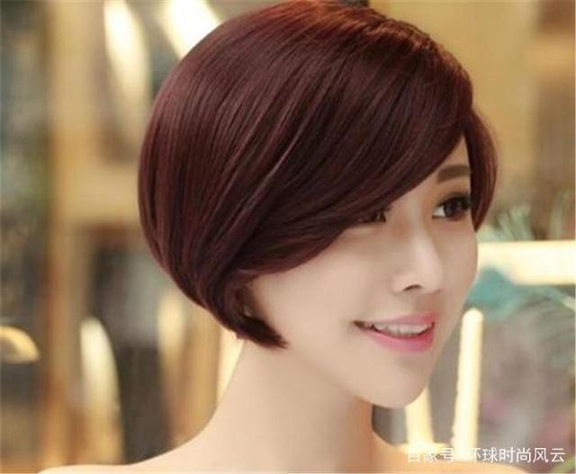 155小个子女生必看:哪些发型更显高?中分披肩发弄个什么卷图片