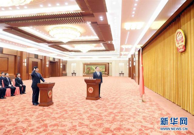 全國人大常委會舉行憲法宣誓儀式[圖]