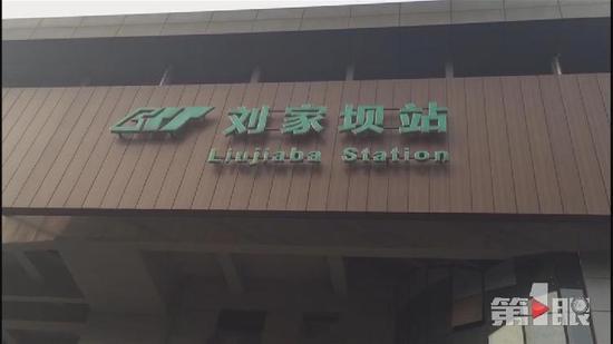 軌道2號線劉家壩站外發生車禍 造成輕軌站直梯損毀