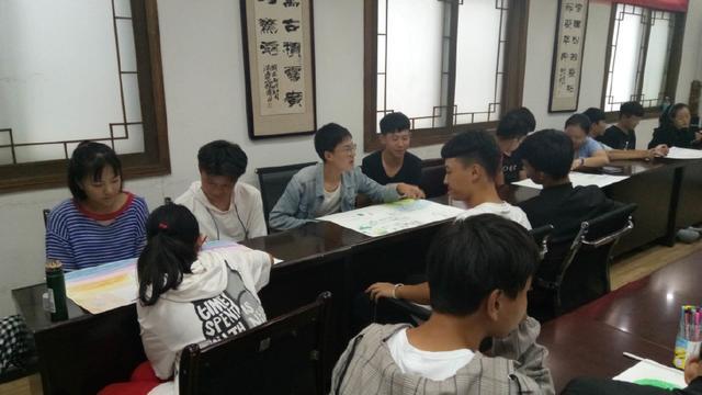 适应新学校走进新语文--荥阳市实验高中环境心背必团体必修五高中图片