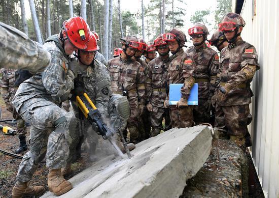 中美兩軍舉行人道主義救援減災聯合實兵演練