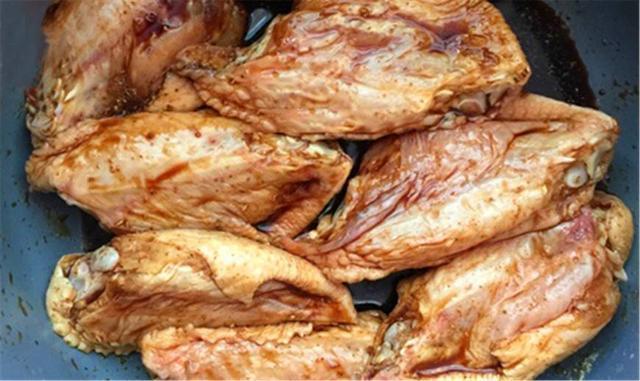 自己做的微波炉烤鸡翅,比肯德基里的还好吃,无胡萝卜表情图片