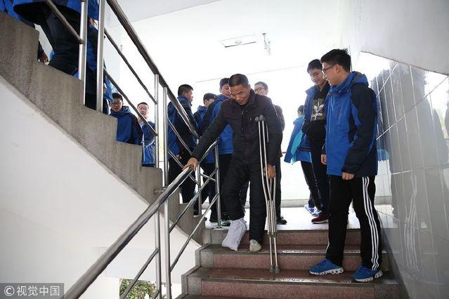 衢州浙江还有5个月退休的高中英语历史拄拐上人民出版社高中老师图片