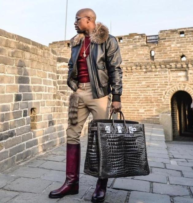 澳门赌博网址:拳王梅威瑟手提250万爱马仕包包爬长城,脚上的那一双雨靴亮了!
