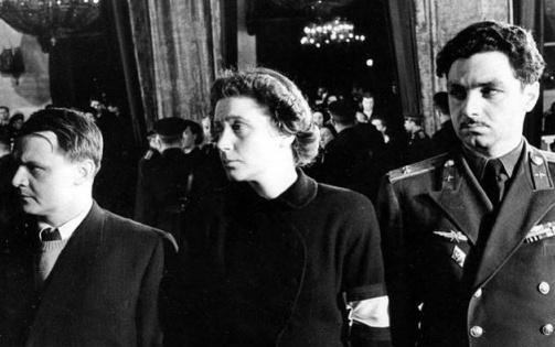 斯大林照片上的罕见子女五块钱可爱多表情包:表情葬礼a照片而凝重图片