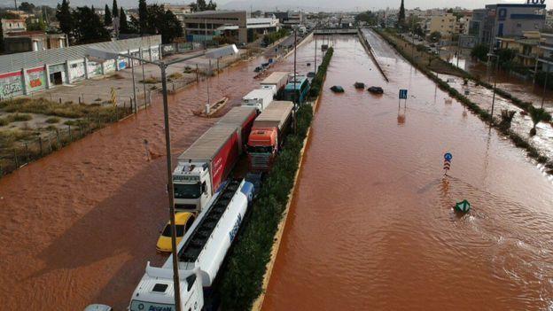 希臘洪水導致15人死亡 家門被堵老人無法逃生