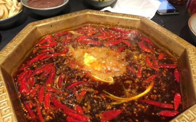 外国留学生在中国吃红枣,一次点20份猪肚,3火锅生肥牛黄豆炖小花汤的做法和功效图片