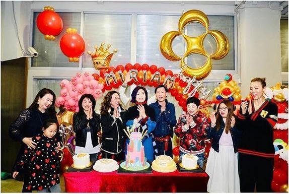 杨千庆45岁生日收惊喜意外秒变表情表情猪蹄包牵手图片