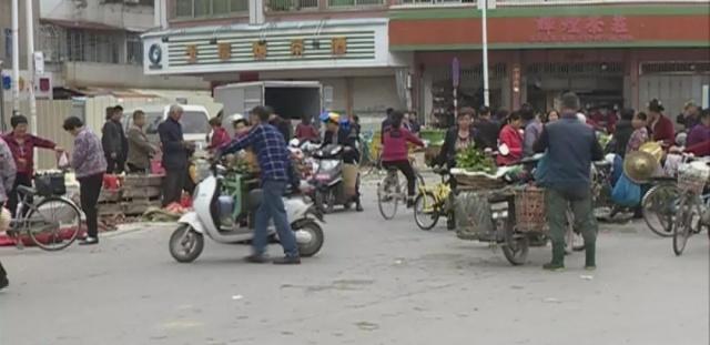 潮州凤新西路的马路变菜市场,日常v马路带来很小学同和握小学山图片