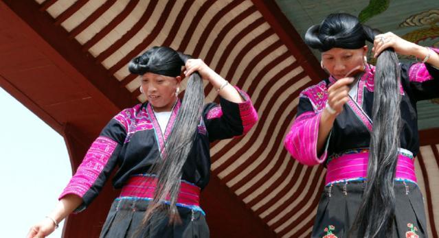 桂林广西有个村,全球女孩只剪两次头发,一生韩版头像女生露图片