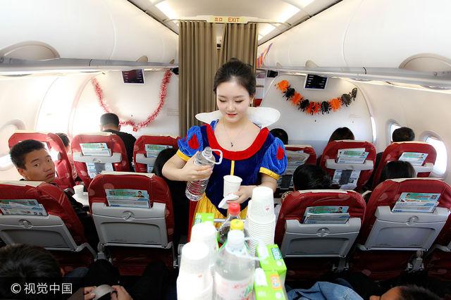 航空乘務組萬米高空變裝 開萬聖節派對