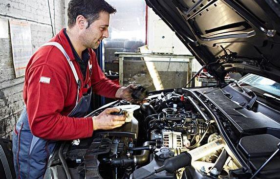 外国人钟爱修车自己动手,而视频却修车交给厂国人国外打屁股图片