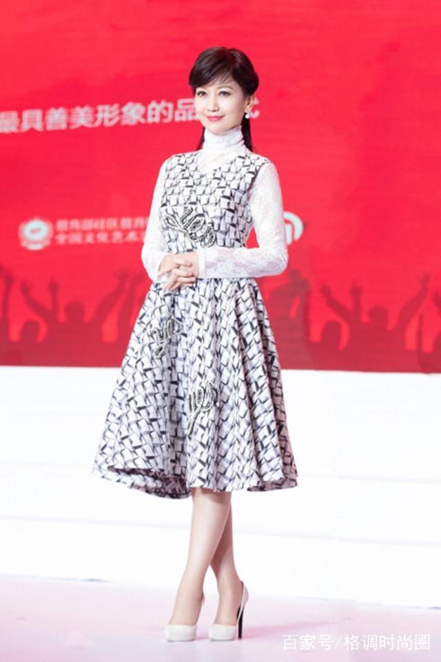 赵雅芝新年频换女生,扎减龄高马尾还发型,换上发型换原因有什么不够吗图片