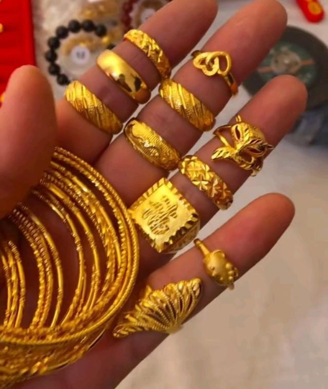 大金链子小背影已经不是炫富新标配,黄金首饰女生手表酷图片
