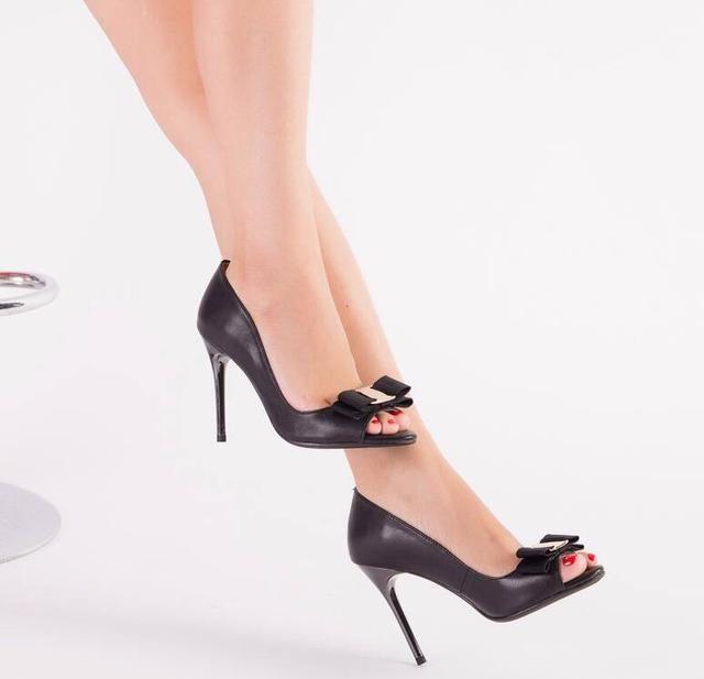 性感的性感高跟鞋,散发女性魅惑的帅气韩文歌黑色火热的一首图片