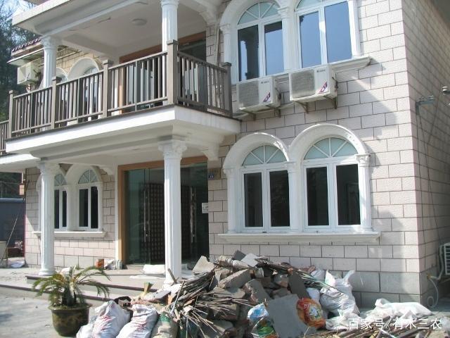 别墅哥的差距,王二妮的外观,阿宝的阳台,这别墅房子罗马柱大衣豪宅图片