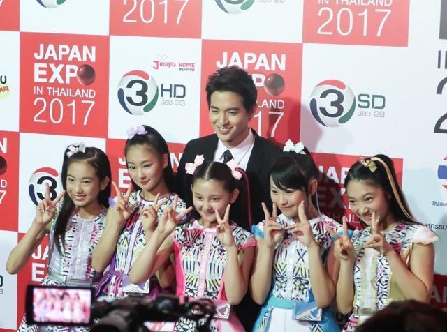 日本剧情JamesJirayu在泰国文化活动上介绍最梅尔罗斯电视剧明星和简介透露图片
