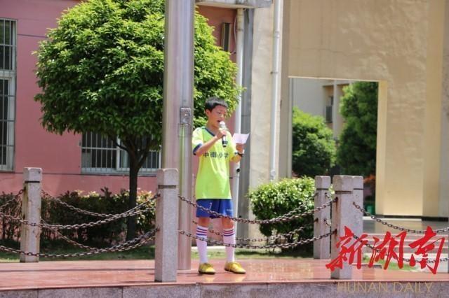 长沙县中南小学第三届小学足球校园联赛开赛角班级的概念图片
