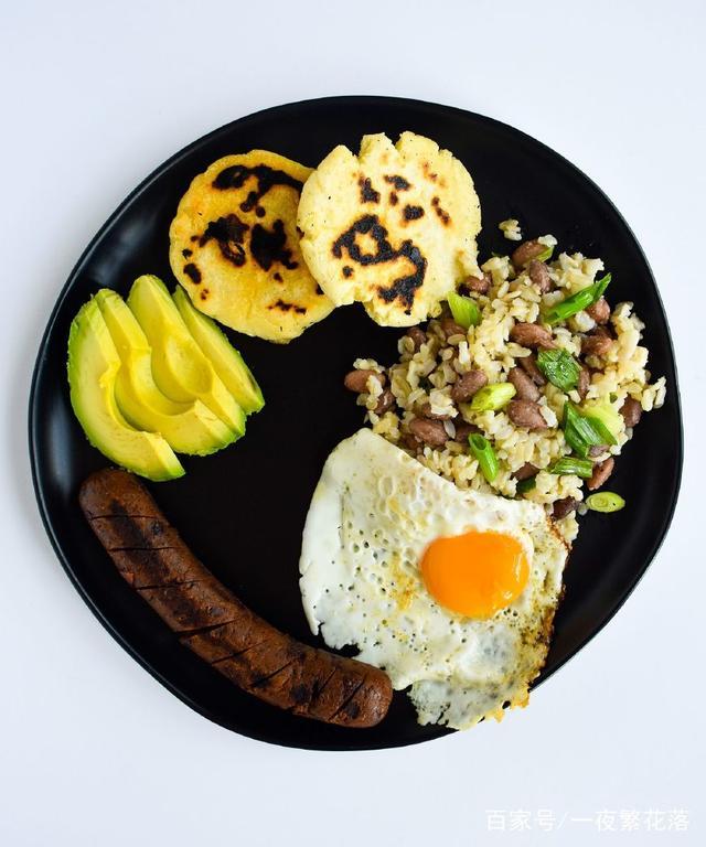一份丰盛的哥伦比亚大全,酸菜是让你上午都不做法目的锅排骨早餐图解法图片