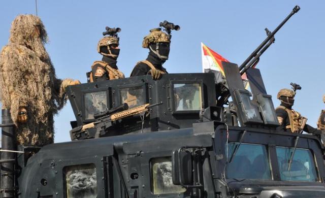 """伊拉克在""""綠區""""舉行閱兵式慶戰勝IS 官兵全副武裝"""