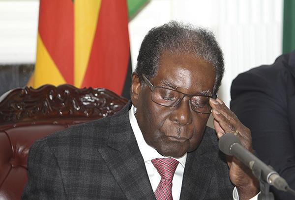 美媒:穆加貝與軍方就交權條件達成共識,辭職信函已起草完畢