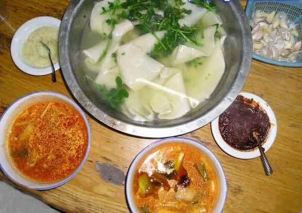 陕西美食杨凌蘸水面:人气论根卖,汤、面要分开自助餐面条美食图片